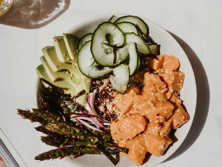 Poke Bowl de Salmão e Quinoa - os passos para fazer uma poke bowl