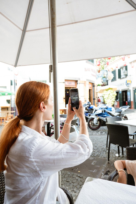 Suvelle a tirar foto com telemóvel
