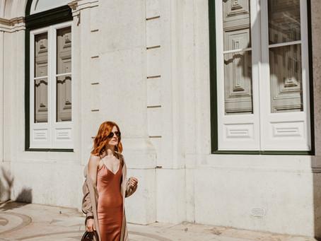 Vestido Seda Rosa Caramelo & Trench a caminho da Primavera