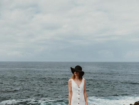 Vestido Branco de Linho e o Mar