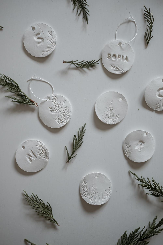Como fazer ornamentos de Natal em argila