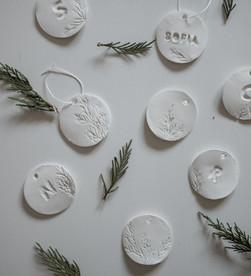 3 DIY's de Natal - Coroa geométrica, Ornamentos de Argila e Frascos potpourri