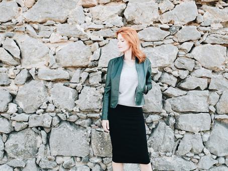 O blusão de pele verde