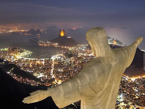 Vista aérea Cristo Redentor à noite