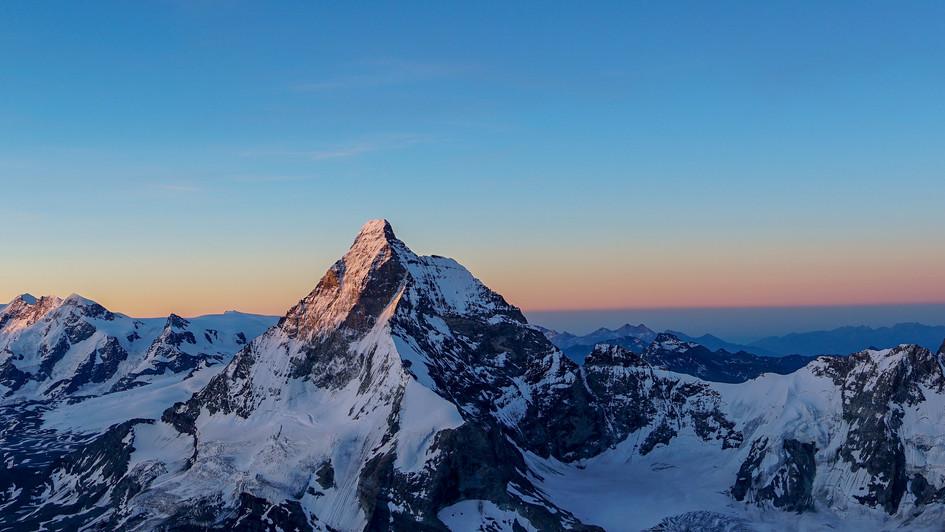 Salendo la cresta Sud della Dent Blanche 4357m