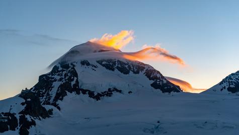 Alba sul Mönch 4107m, salendo la Jungfrau 4158m