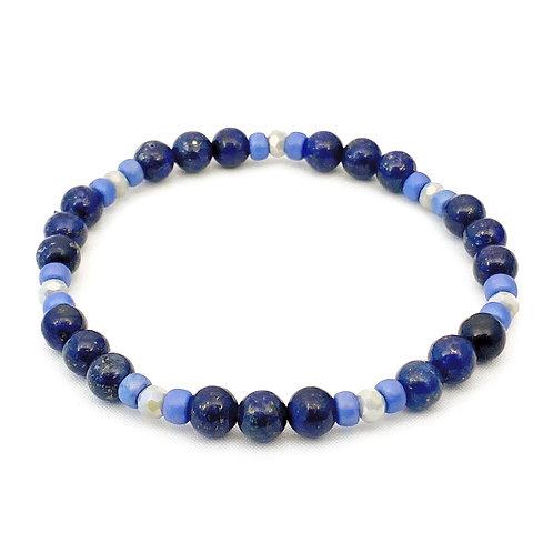 Armband van blauwe Lapis Lazuli kralen gecombineerd met lichtblauwe glasrocailles