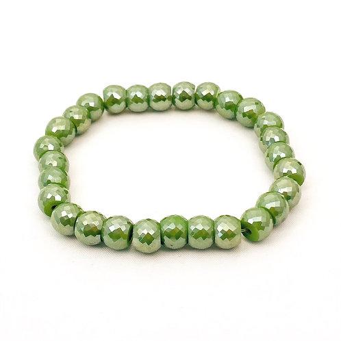 Groene armband van kralen in swarovski stijl.