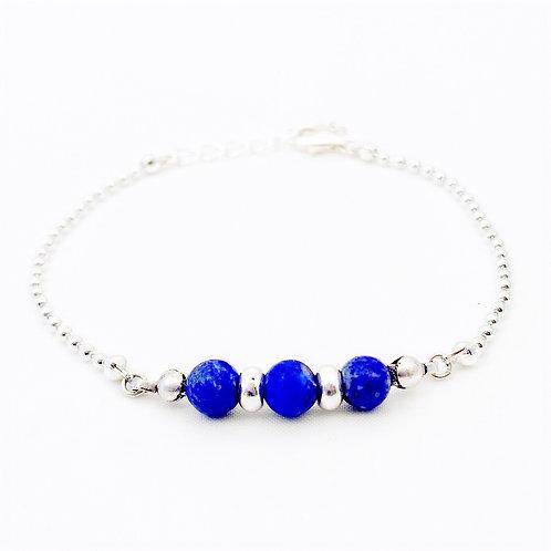 Verzilverd armbandje met drie Lapis Lazuli kralen