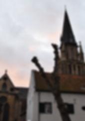 Grote kerk van Sittard in het historische centrum van Sittard. Sjpassie ligt ook midden in het historische centrum en is een ideale plek om lekker te lunchen of te stoppen voor een versnapering tijdens een stadswandeling.