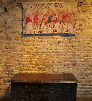donjon_fort_la_latte_intérieur_meubles_fenetres_canonnière39.JPG