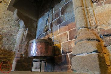 marmite cheminée donjon fort la latte