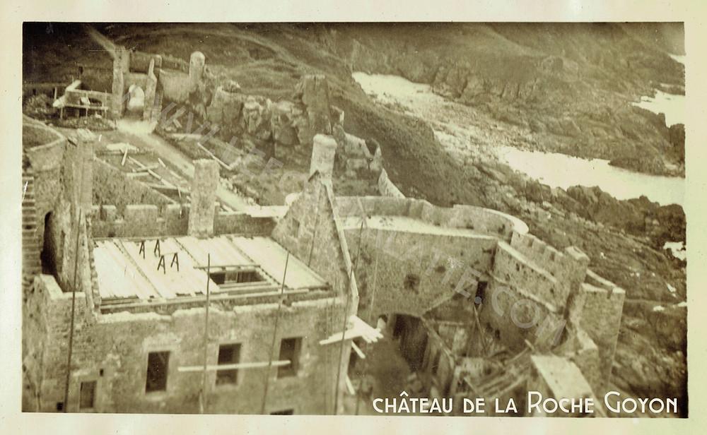 Images d'archives de la Famille Joüon Des Longrais de 1932 depuis le donjon ©châteaudelaRocheGoyon