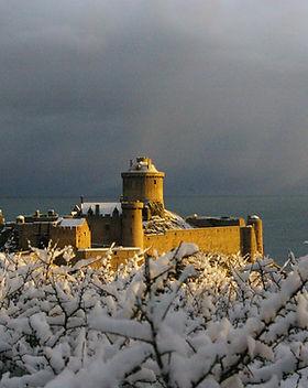 chateau_roche_Goyon_fort_la_latte_neige_le_18_décembre_201013.JPG