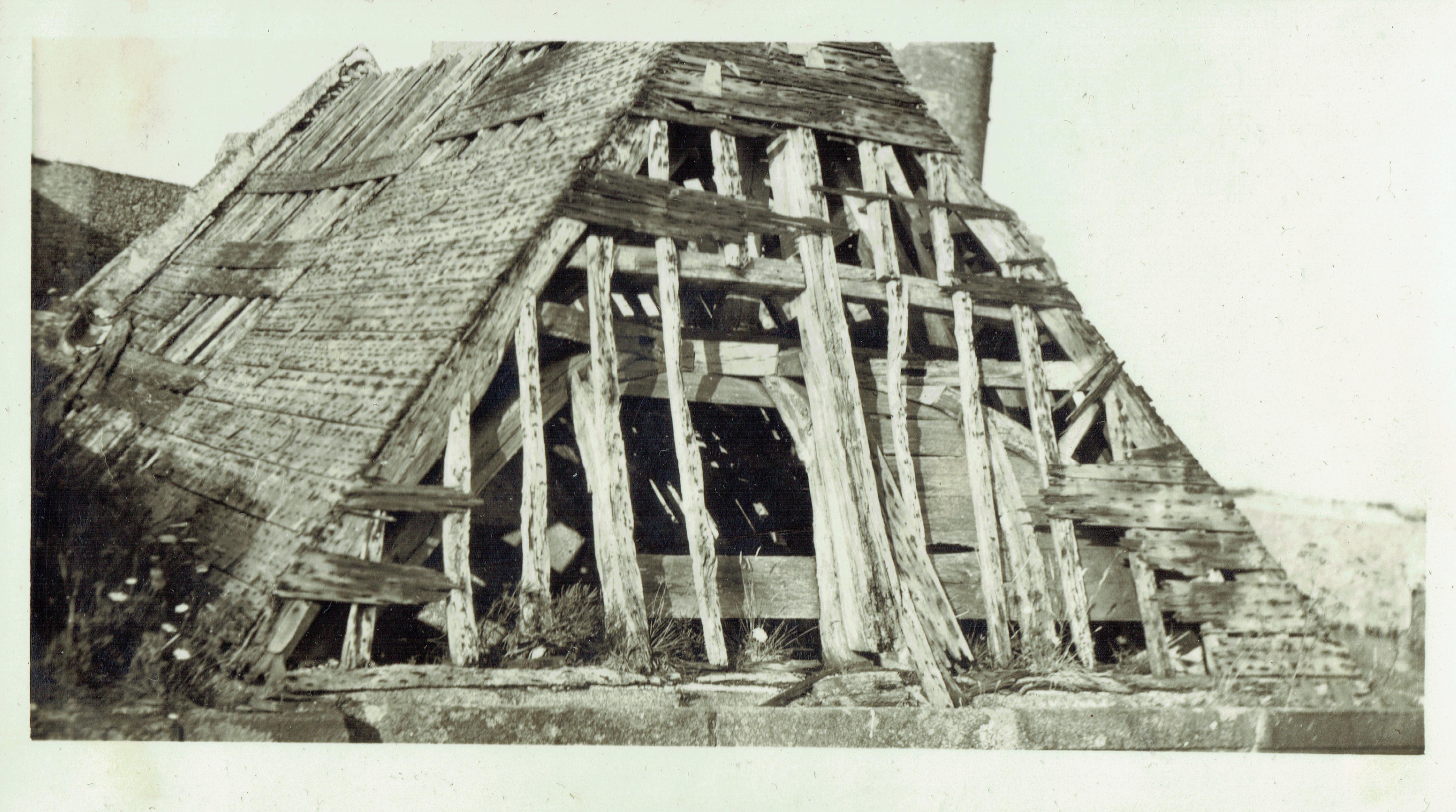 fort la latte la chappelle et sa charpente en septembre 1933 - 1