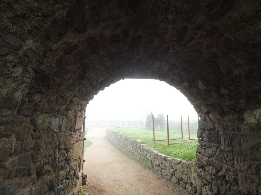 Sous l'arche du gros mur