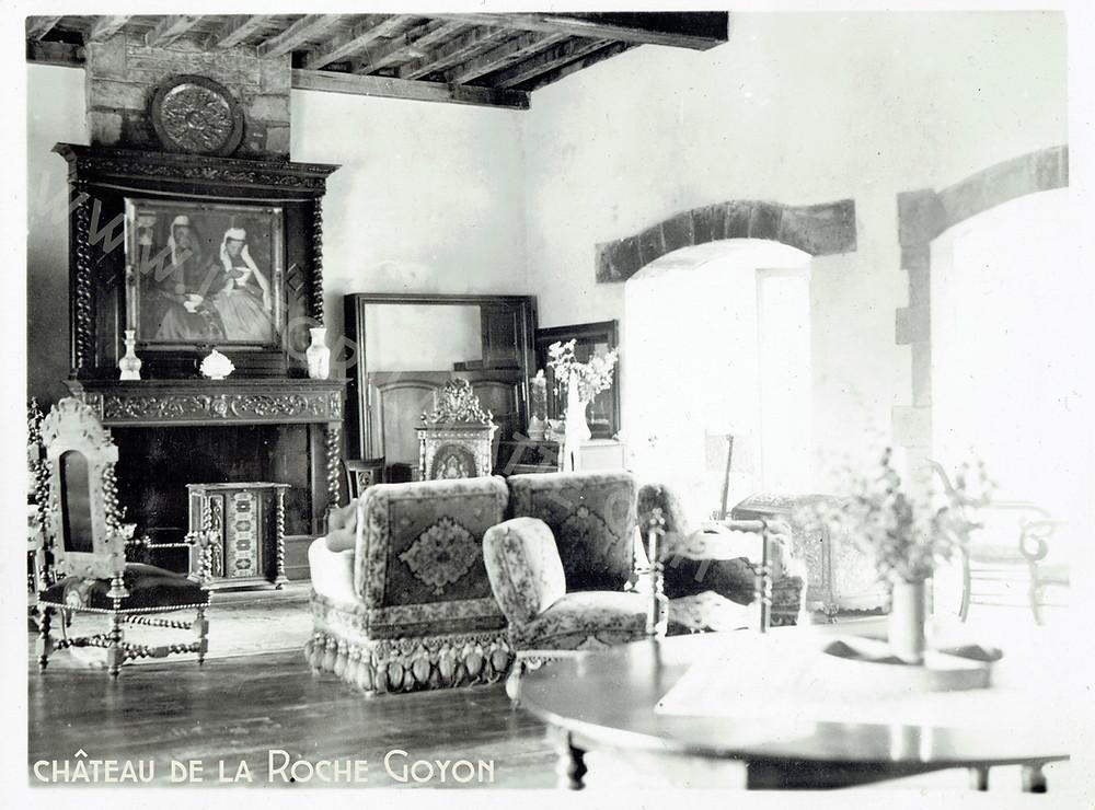 Images d'archives du mobilier du château de la Roche Goyon avant le pillage de la 2ème guerre mondiale ©châteaudelaRocheGoyon