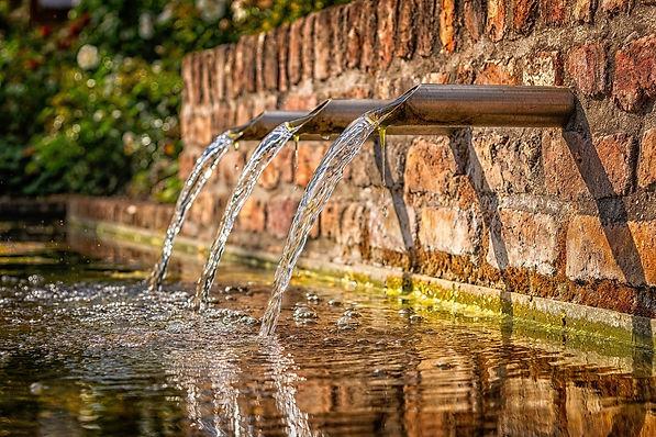 fountain-3761513_1920.jpg