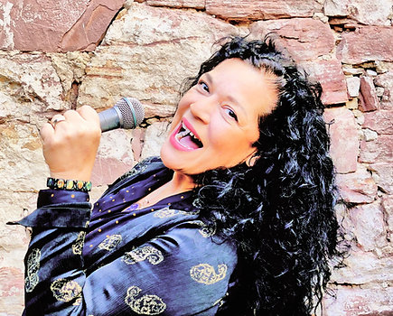 Präsenz-Unterricht - Gesang- Probestunde bei Dozentin Sandy Campos