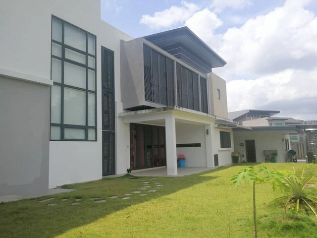 3 Storey Detached House at Urat Mata, Jalan Song 15 million