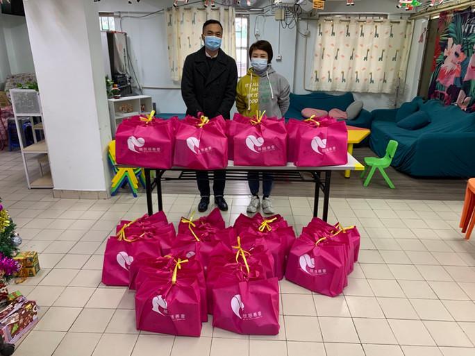 瑞欣慈善會送贈聖誕禮物包予澳門特殊奧運會