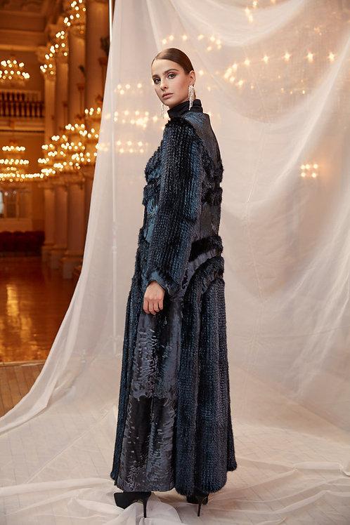 Пальто из металлизированного меха