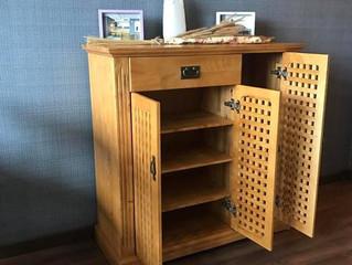 Cách chọn tủ giày gỗ đầy đủ công năng mà vẫn phù hợp với kiến trúc ngôi nhà