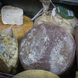 Riche de vins extraordinaires, la Géorgie est aussi généreuse en variétés de fromages.