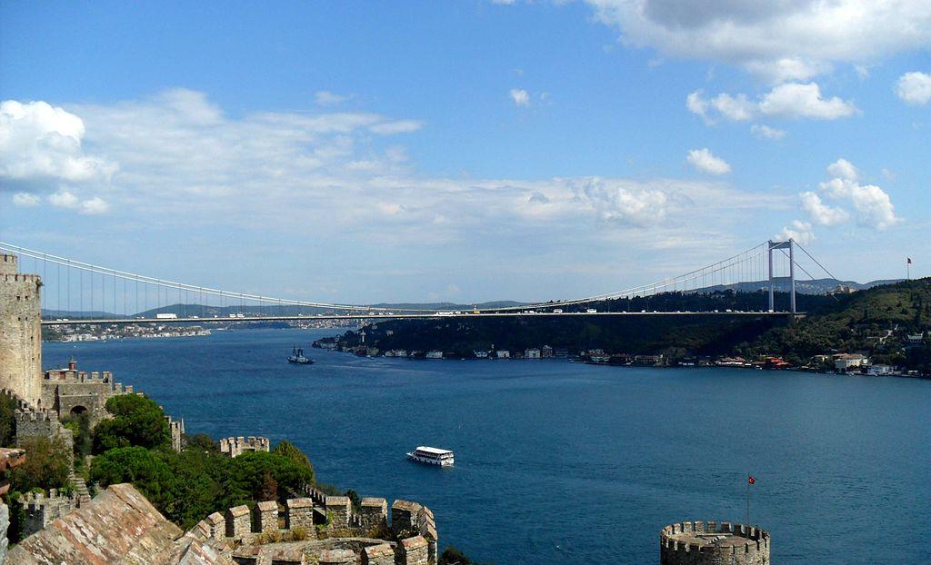 1024px-FSM_bridge_from_Rumelihisarı,_İstanbul,_Turkey