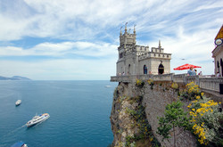 Swallows-Nest-castle-high-on-the-cliff-above-the-beautiful-Black-Sea-has-become-an-icon-for-Crimea