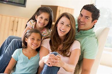 Familia protegida por Alarmas residenciales SBS