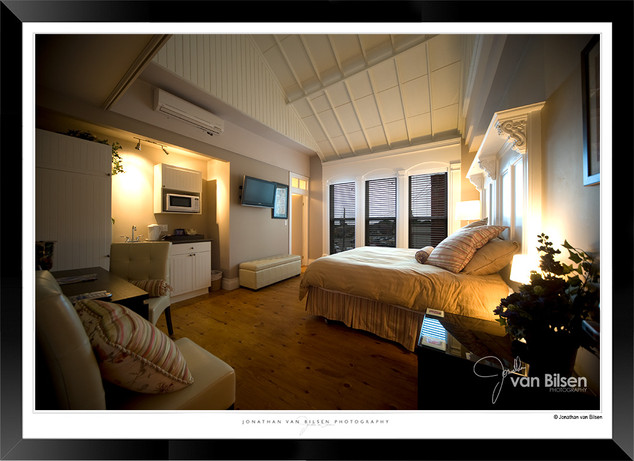 Piano Inn.jpg