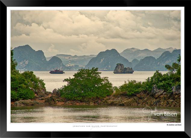 Images of Halong Bay - 016 - Jonathan va