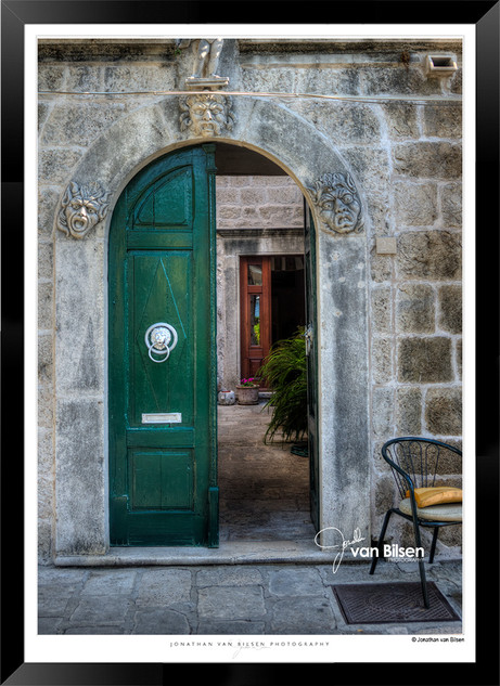 Doors_of_Europe_-_001_-_©_Jonathan_van_B