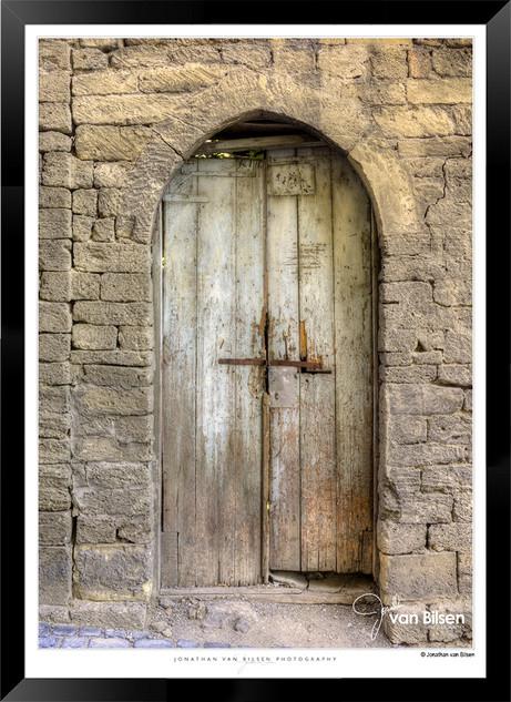Doors_of_Asia_-__003_-_©Jonathan_van_Bi