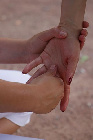 Massage des mains - Solène Esthétique
