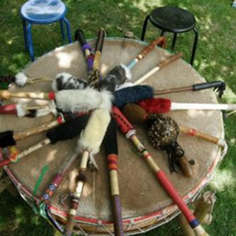 Mit den Earth-Drummers singen und trommeln