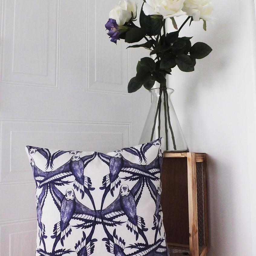 budgie-bird-flying-flight-feather-pattern-cushion-throw-pillow