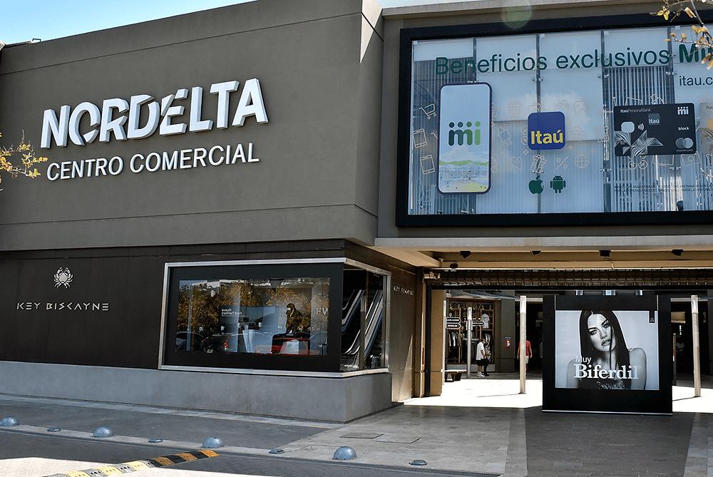 Entrada del Centro Comercial Nordelta donde se ve la Góndola de Promoción realizada por Global para Biferdil