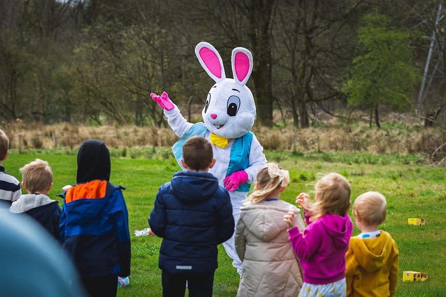 akgphotos-easter-bunny-hawkhead-gardens-