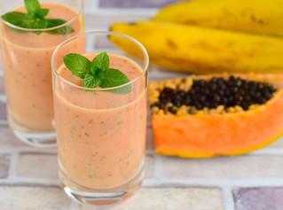 Smoothie de papaia, banana e água de coco