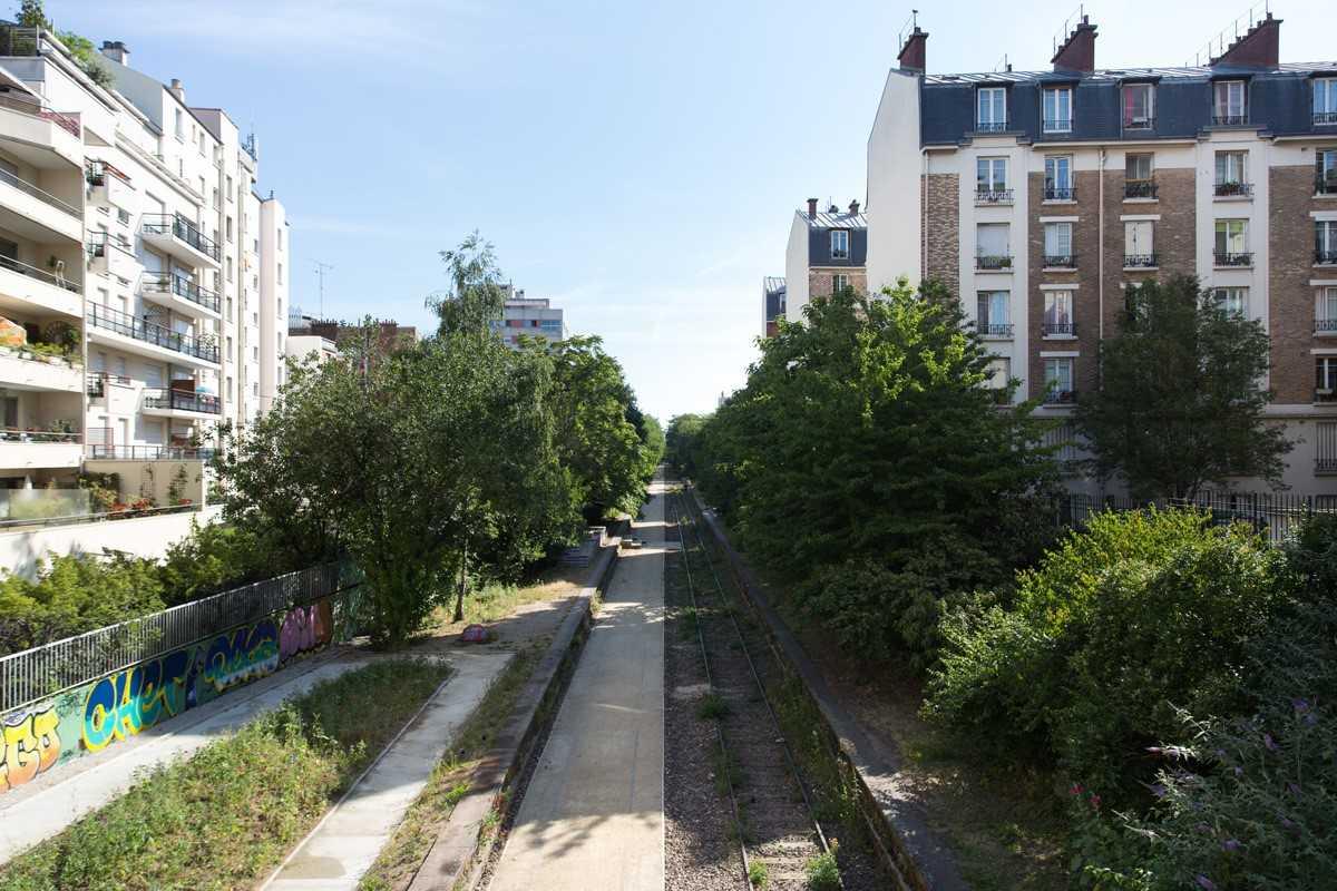 PETITE CENTURE A PARIS