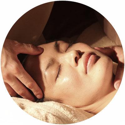 Revitalisierende  Gesichtsbehandlung