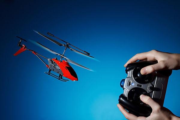 avión de juguete con mando a distancia