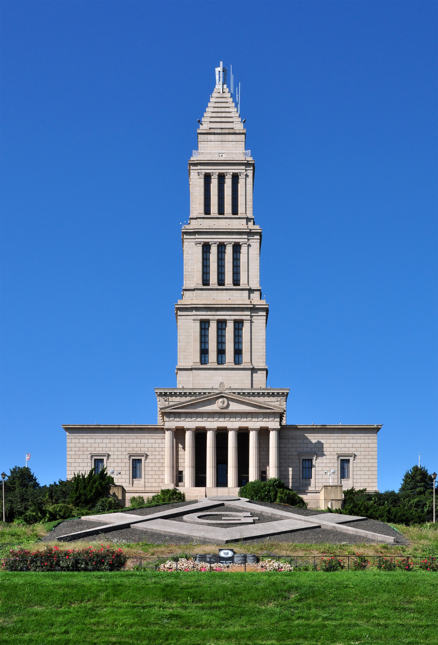 Front_View_of_George_Washington_Masonic_National_Memorial