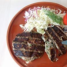 Pârjoale lipovenești pe plită cu salată de varză