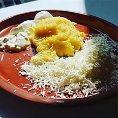 Mămăliguță cu brânză dulce sau brânză sărată și smântână