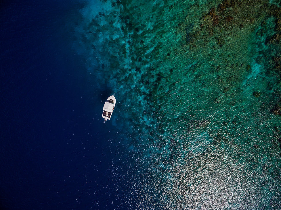 aerial-shot-of-boat-on-the-beautiful-blu