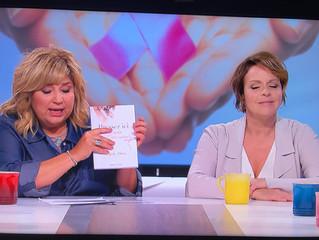Majoly Dion nous offre son tout premier livre : Pressez ici j'ai besoin d'être aimée!