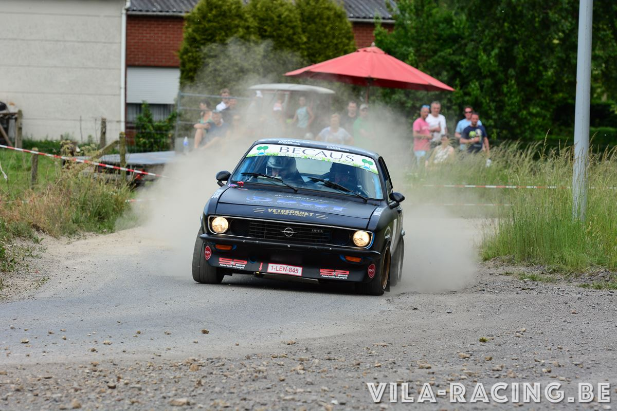 Opel Manta A in action